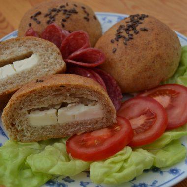 Deň s karičkou – Raňajkové prekvapenie (Celozrné buchtičky)