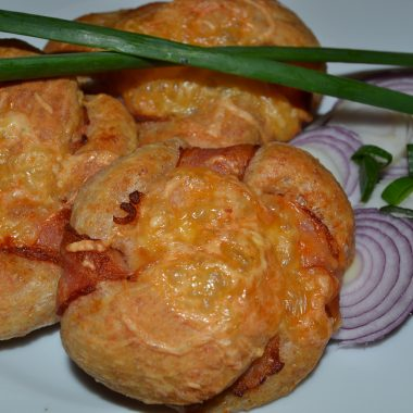 Deň s karičkou- Večerné maškrtenie (Karičkovo-slaninkové venčeky)