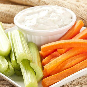 Zeleninové hranolky s cesnakovým dressingom
